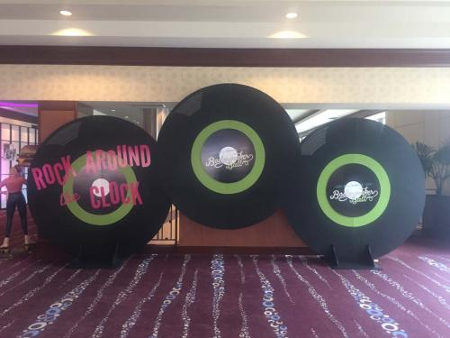 50s - Oversized Records Display