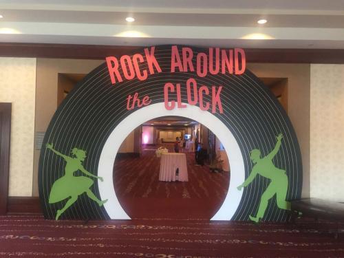 50s Theme - Walk-Through Record Entrance