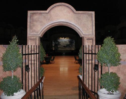 Western Theme - Entrance - Stucco Curved Header/Columns/Wall Units