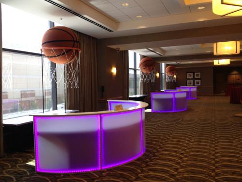 Basketball - Bar Station with Oversized Basketball Display