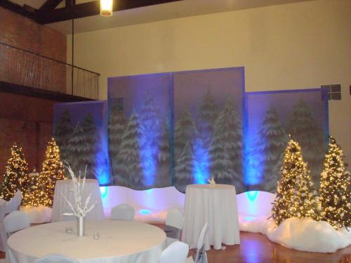 Holiday - Pine Panel Displays with Trees and Snow