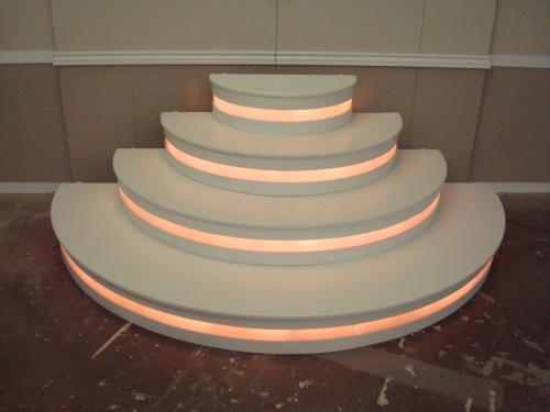 Lighted White Curved Step Unit