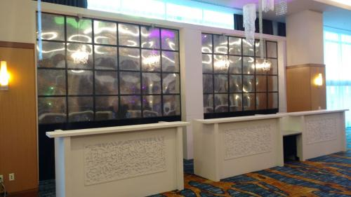 Mirrored Wall Units with White Bar Fronts