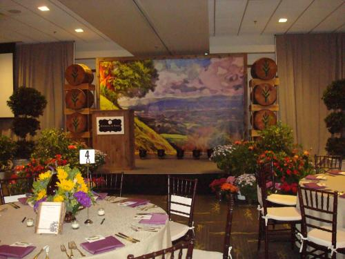 Vineyards Theme - 8' tall x 12' wide